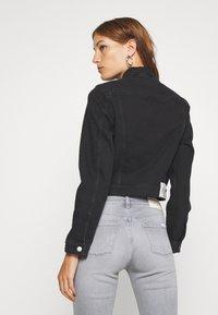 Calvin Klein Jeans - CROP TRUCKER - Denim jacket - washed black - 2