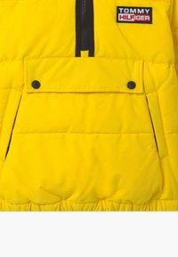 Tommy Hilfiger - PADDED POPOVER UNISEX - Zimní bunda - yellow - 3