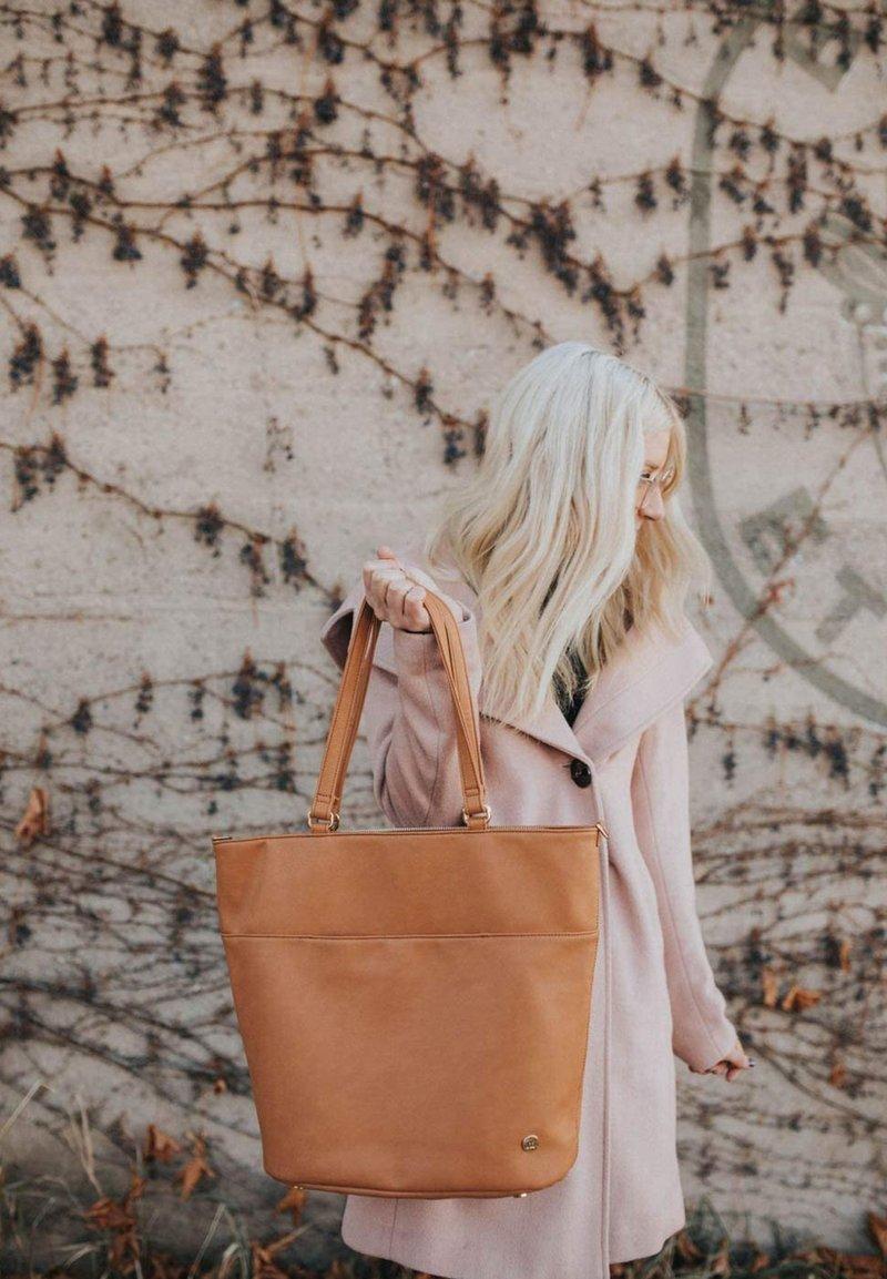 Little Unicorn - CITYWALK  - Baby changing bag - cognac