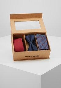 Jack & Jones - JACFREDERIK GIFT BOX SET - Fazzoletti da taschino - port royale - 5