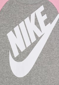 Nike Sportswear - OVERSIZED FUTURA CREW SET - Trainingspak - grey heather - 3