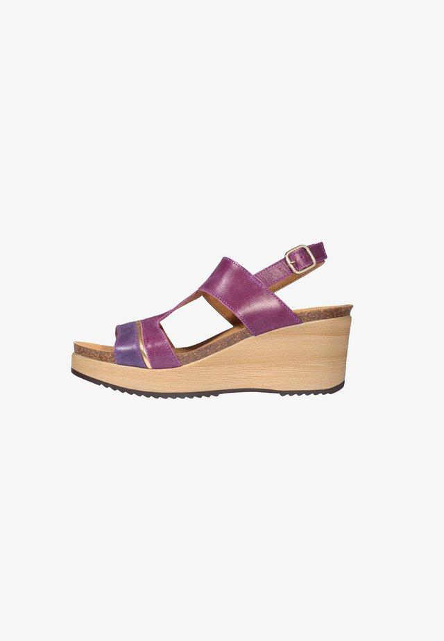 MIT KEILABSATZ ELYSSA - Sandali con zeppa - purple