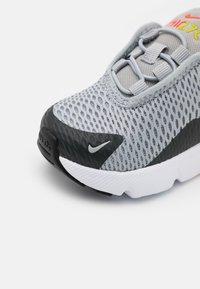 Nike Sportswear - AIR MAX 270 UNISEX - Trainers - light smoke grey/white/dark smoke grey - 5