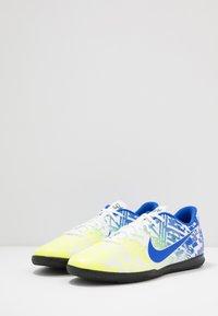 Nike Performance - VAPOR 13 CLUB NEYMAR IC - Zaalvoetbalschoenen - white/racer blue/volt/black - 2