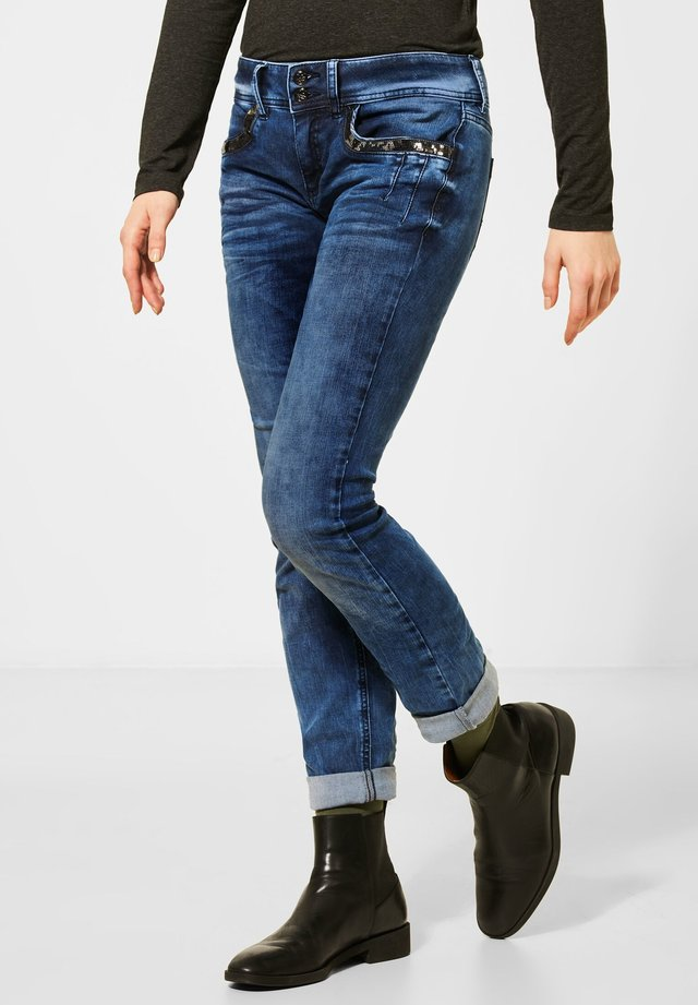 MIT PAILLETTEN - Slim fit jeans - blau