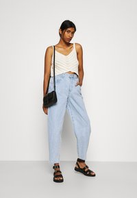 Cotton On - SLOUCH MOM - Relaxed fit jeans - addis blue - 1