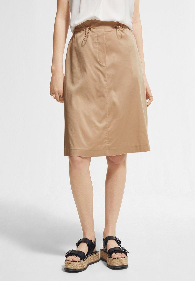 comma - MIT TUNNELZUG - A-line skirt - sahara