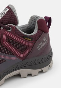 Jack Wolfskin - DOWNHILL TEXAPORE LOW - Hiking shoes - burgundy/pink - 5