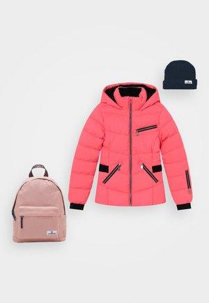 TRISKE SKI JACKET SET - Winter jacket - flu red/dark blue/old pink