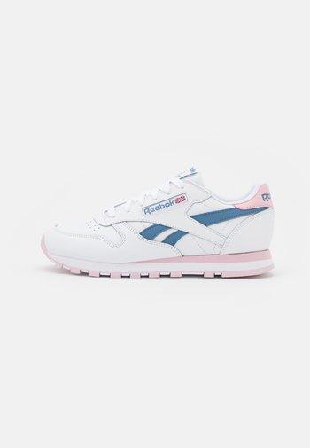 Sneakersy niskie - footwear white/frost berry/blue slate