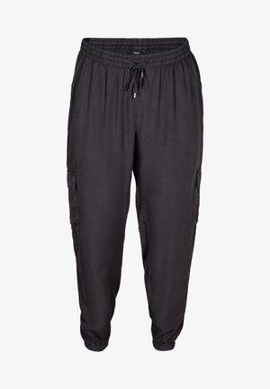 MIT GROSSEN TASCHEN - Pantaloni sportivi - black