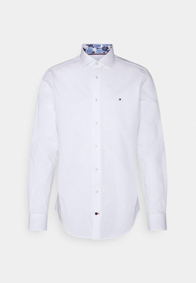 SOLID SLIM SHIRT - Chemise classique - custom color white