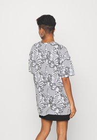 NEW girl ORDER - MONO BOARD OVERSIZED TEE - Print T-shirt - black/white - 2
