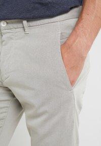 BOSS - LEEMAN - Kalhoty - light beige - 3