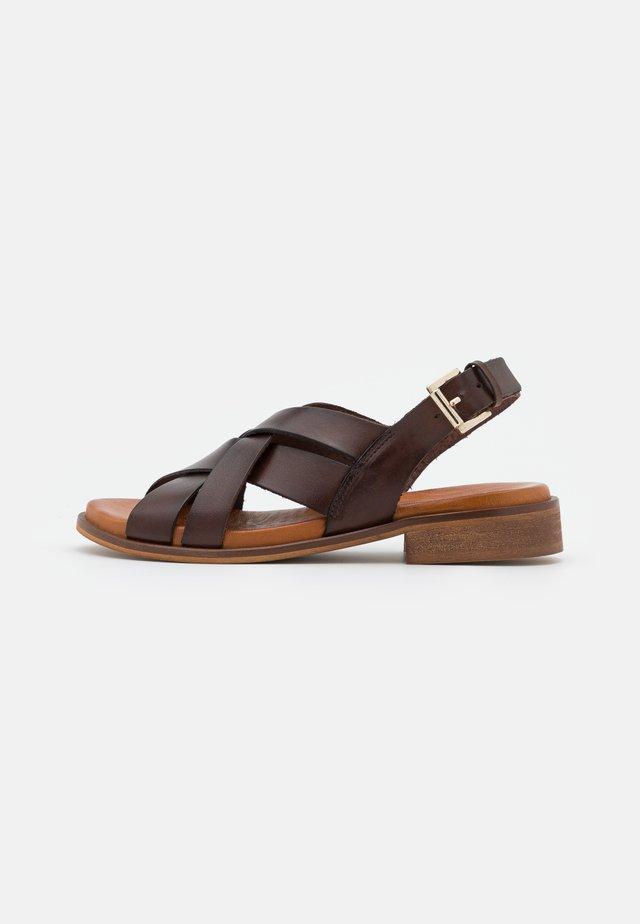 SCARLETT - Sandalen - brown