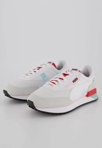 Puma - FUTURE RIDER NEON PLAY - Trainers - weiss / rot - 1