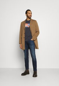 Pepe Jeans - WILLIAM - T-shirt med print - thames - 1