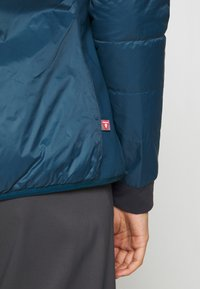 8848 Altitude - THERESIA PRIMALOFT LINER - Impermeable - reflecting pond - 3