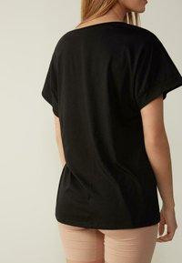 Intimissimi - MIT UNTERLEGTEN KA - Basic T-shirt - nero - 1
