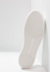 Emporio Armani - Sneakers basse - optical white - 4