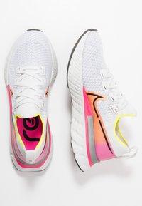 Nike Performance - EPIC PRO REACT FLYKNIT - Neutral running shoes - platinum tint/black/pink blast/total orange/lemon - 1