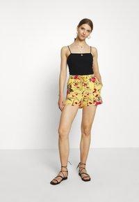 Vero Moda - VMSIMPLY EASY - Shorts - banana cream - 1