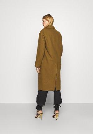 ABBEY COAT - Klasický kabát - dark khaki
