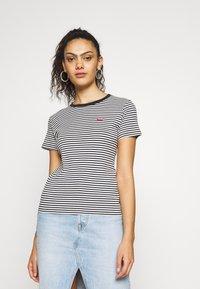 Levi's® - BABY TEE - Print T-shirt - aya stripe caviar - 0