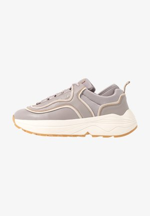 ROUNDED CHUNKY TRAINERS - Matalavartiset tennarit - lilac