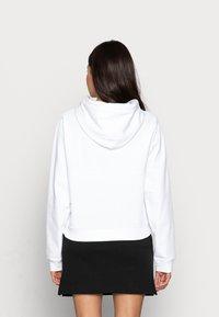 Calvin Klein Jeans - CROPPED MONOGRAM HOODIE - Sweatshirt - white - 2