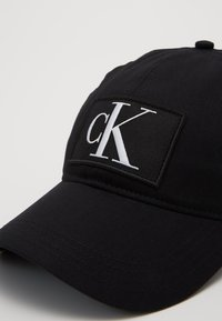 Calvin Klein Jeans - ESSENTIALS - Caps - black - 2