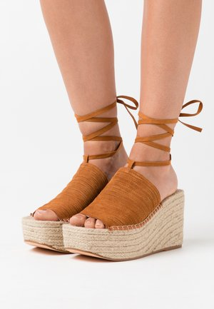 WEEKEND WEDGE - Sandali con tacco - tan