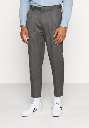 PLEAT TAPER - Pantalones - grey