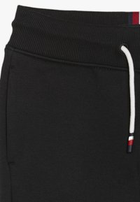 Tommy Hilfiger - ESSENTIAL - Tracksuit bottoms - black - 2