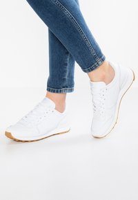 Nike Sportswear - INTERNATIONALIST - Sneakers laag - white - 0