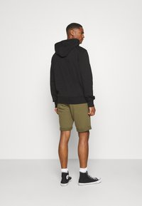 Pier One - Tracksuit bottoms - olive - 2