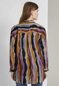 TOM TAILOR DENIM - Overhemdblouse - wavy multicolor stripes - 2