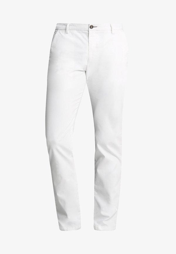 Bugatti Chinosy - white/biały Odzież Męska PYDF