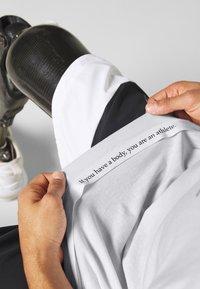 Nike Performance - TEE ATHLETE - Camiseta estampada - white/university red - 6