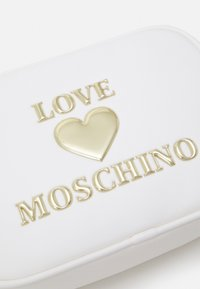 Love Moschino - Across body bag - bianco - 5