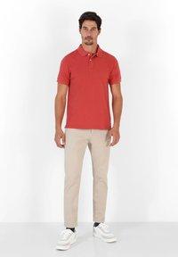 Scalpers - Polo shirt - terracotta - 1