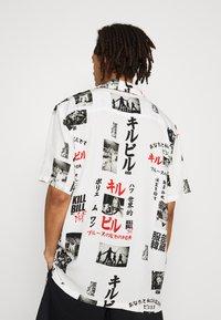 HUF - KILL BILL  - Camisa - white - 2