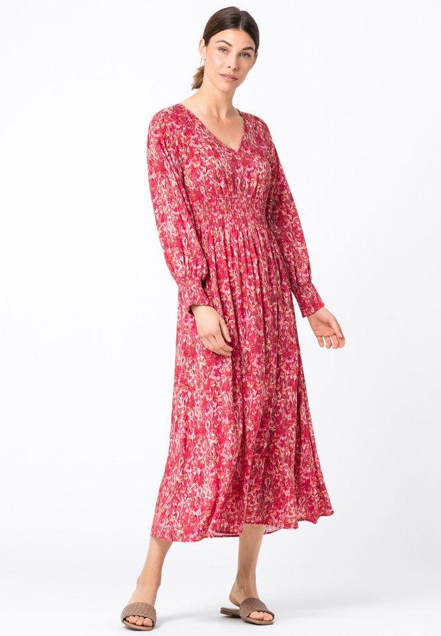 MIT SMOKDETAILS - Korte jurk - red