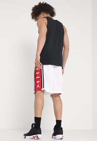 Jordan - BASKETBALL SHORT - Sports shorts - white/gym red/black - 2