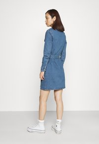 ONLY - ONLCOLUMBIA LIFE DRESS - Denim dress - medium blue denim - 2
