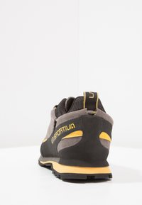 La Sportiva - BOULDER X - Climbing shoes - grey/yellow - 3