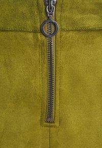 Vero Moda Tall - VMDONNA DINA SHORT SKIRT - Mini skirt - fir green - 2