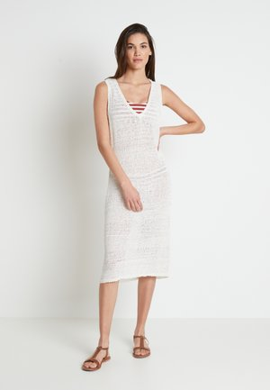 EMMY BEACH DRESS - Pletené šaty - chalk