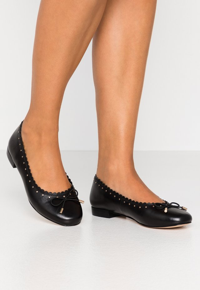 LEATHER BALLERINA - Bailarinas - black