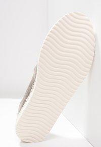 flip*flop - FLIPPADRILLA - Slippers - gold - 4